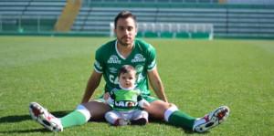 Alejandro Martinuccio. Delantero argentino del Chapecoense. Salvó su vida por estar lesionado.