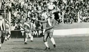 20 de noviembre de 1976. Diego Maradona. 15 años. Camiseta número 15.