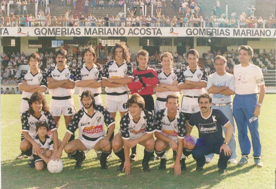 All Boys modelo 1990. Gustavo De la Llera su capitán.