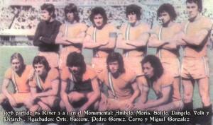 31 de octubre de 1976. Camiseta naranja. Enorme victoria de Banfield en el Monumental. El primer gran partido del Pampa.