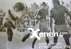 Cholo Calamar. En ese derechazo se evidencia toda la potencia del Cholo. En Platense jugó 105 partidos, y convirtió 33 goles, entre 1974 y 1976.