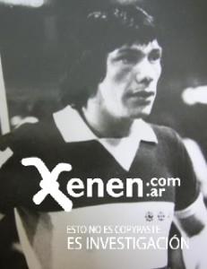 El Cholo con una camiseta de Boca muy especial. Con la azul y oro jugó 37 partidos, marcó 8 goles. En Copa Libertadores, 8 partidos con un gol. Marcó un gol en la Copa Interamericana.