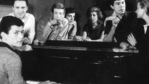 El Club del Clan. El pop y rock llegaba a la televisión y se hacía masivo. Nombres como Palito Ortega, Violeta Rivas, Johnny Tedesco, Raúl Lavié, Lalo Fransen o Chico Novarro. La Nueva Ola. Los Carasucias fueron eso en el fútbol.