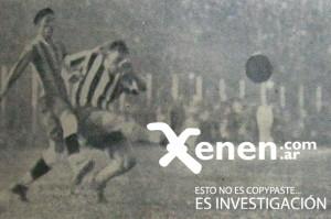 12 de junio de 1932. El debut de los paraguayos. El remate de Carlos Peucelle ante la marca de Pablo Ramírez.