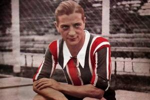 Renato Cesarini. Italiano de nacimiento. Figura del fútbol mundial de su tiempo. Figura de Chacarita en los años veinte.
