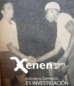 El tenso saludo entre los capitanes Enrique Guaita y Barbosa. El partido se desmadró en escándalos. Una final, que ocho décadas más tarde, es leyenda.