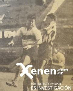 31 de agosto de 1941. Un Monumental casi vacío. Angel Labruna en el salto con Covacich de Gimnasia. River ganaba 3 a 0 y terminó igualando 3 a 3. Todavía no era La Maquina.