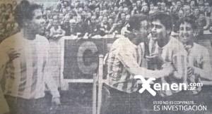 El festejo de Martinoli, Mori, Cárdenas y Martín. La multitud de fondo. Racing era récord: 27 partidos invicto.