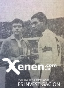 Roberto Perfumo, mundialista, regresa al medio local. Recibe una medalla y el saludo de Domingo Lejona, capital velezano.