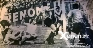 Racing buscó el triunfo con todos sus hombres. De espaldas, el Yaya. Miguel Mori no puede creer el gol que erró. En el piso, Oscar Martín. Racing y Velez igualaron 1 a 1.