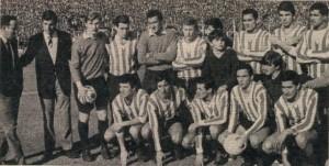 6 de agosto de 1967. El equipo de Estudiantes que goleó 3 a 0 a Racing y se consagró campeón del Metropolitano de aquel año. El primer equipo chico en gritar campeón.