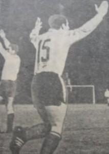 28 de agosto de 1967. El árbitro paraguayo Pérez Osorio pitó el final del partido. ¡Racing campeón de América! Festeja Parenti...