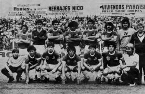 El equipo granate campeón del torneo de la C 1981: Acuña, Perassi, De Freitas, Cerdán, Lodico y Sicher. Abajo: Héctor Enrique, Nigretti, Ramón Enrique, Crespín y Attadía.