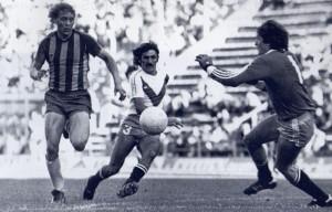 23 de noviembre de 1980. Orte supera a Bujedo y Falcioni. Gol fundamental en la campaña de Rosario Central campeón Nacional.
