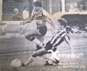 20 de diciembre de 1986. Miguel Oviedo le escapa a la marca de Vella. Deportivo Armenio 4 - 0 Central Córdoba de Santiago del Estero.