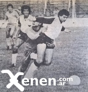 2 de agosto de 1986. Victoria 3 a 0 de Armenio sobre Defensa y Justicia. Miguel Gardarian sale jugando. Carozo Bartelemi lo agarra como puede.