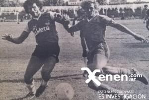 5 de noviembre de 1986. Claudio Argueso le disputa la pelota a Félix Orte. Banfield y Armenio igualaron 0 a 0.