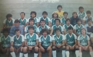 El plantel de Deportivo Armenio, cuando comenzó la temporada 1986/87 del Nacional B.