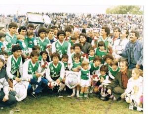 2 de mayo de 1987. El equipo que goleó 4 a 1 a Huracán. Último partido de una campaña única.
