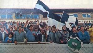 La tribuna de Deportivo Armenio festeja el impresionante campeonato de Deportivo Armenio.