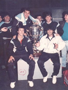 Cumbre oriental junto a la Supercopa. El artiguense Rubén Paz junto a los montevideanos Julio César Balerio, Víctor Rabuñal y Carlos Vázquez.