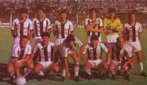 17 de diciembre de 1988. El equipo de For Ever que venció a Lanús y Guidi y Arias: Valdéz, Freire, Di Marco, Sperandío, Ferlatti y Parrado; Abajo: Sosa, Arguello, Cravero, Rosas y Sotelo.