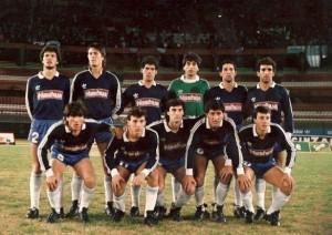 Liguilla 1988. Los suplentes de Racing en un partido aún recordado: Asteggiano, Lamadrid, Berón, Balerio, Perico Pérez y Fabio Costas. Abajo: Szulz, Decoud, Zaccanti, Medina Bello y Rabuñal.