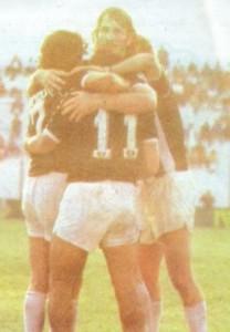 20 de mayo de 1989. Penúltima fecha. Goleada 3 a 0 ante Temperley en el Sur. Esa tarde Lanús no pasó del empate ante Central Córdoba. El ascenso dependía del negro.