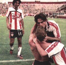 Martín Zapata festeja su gol. El cuarto de Unión. El de un triunfo impresionante.