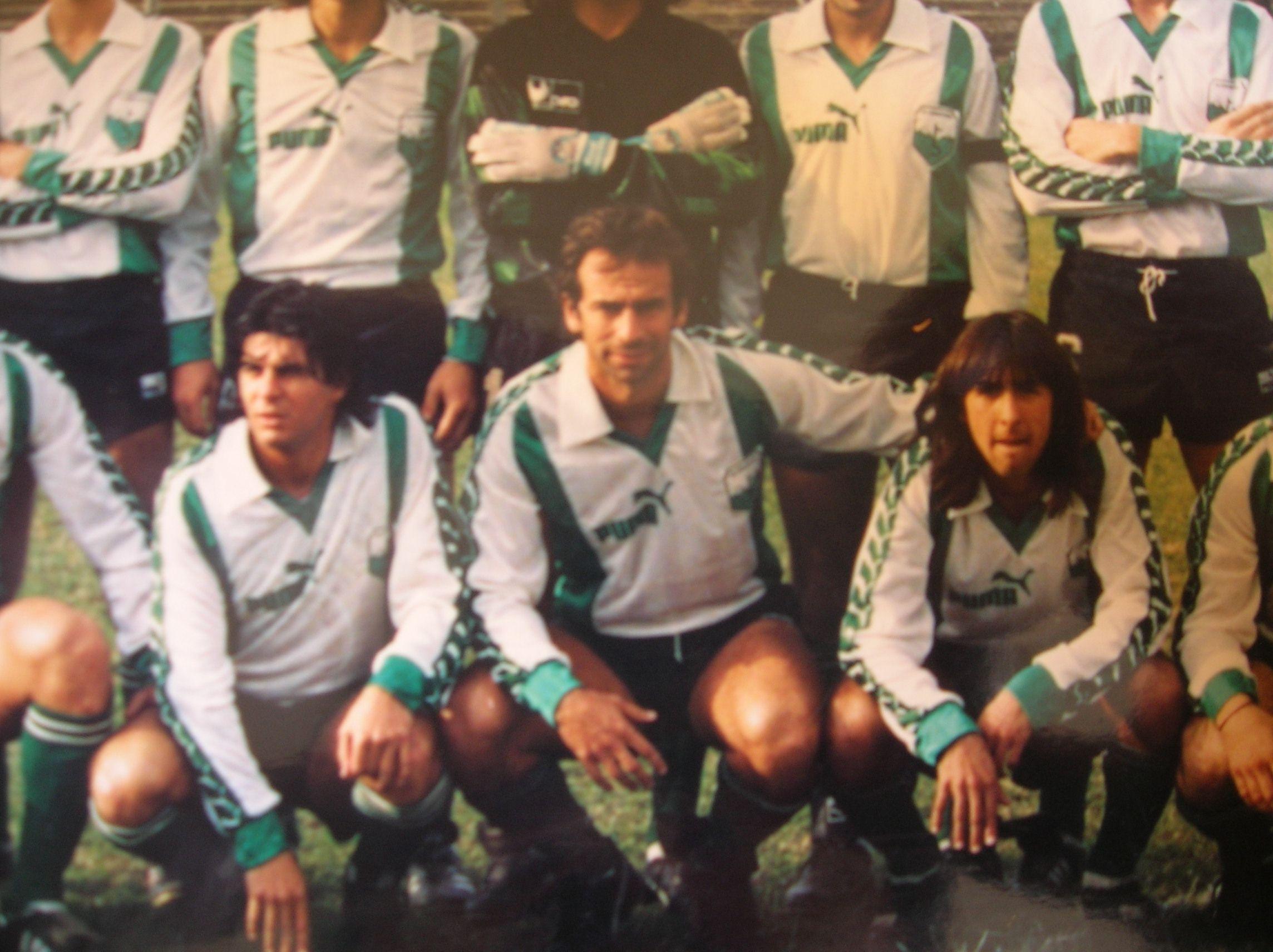 Deportivo Armenio 1988/89. La última temporada del club en la máxima divisional. Mazariche fue titular en aquel equipo. Jugó 16 partidos y le convirtió un gol a Racing en el Cilindro