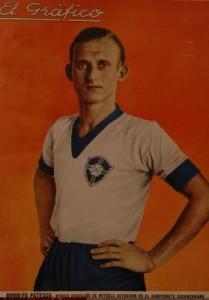 Brasil aun jugaba de blanco. El wing izquierdo Patesko era una de las grandes figuras de su equipo.
