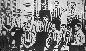 Los ingleses no necesitaban dinero para jugar al fútbol. Vivían en forma acomodada.