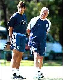 El Bocha Maschio junto a Gustavo Costas. Dupla técnica de Racing en 1999.