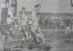 20 de noviembre de 1965. Tiempos granates. Victoria 2 a 0 ante Deportivo Morón en Ferro Carril Oeste. Gol de Parenti para asegurar el ascenso.
