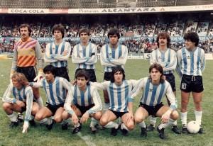 2 de noviembre de 1985. Racing 1 - 2 San Miguel. Wirszt, Asteggiano, Costas, Carrizo, Sicher y Caldeiro. Abajo: Orte, González, Walter Fernández, Attadía y Lamadrid.