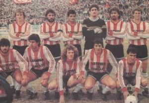 Santa Fe. 28 de julio de 1989. El equipo que jugó aquella final que hoy es un mito del fútbol argentino. Rabuñal, agachado entre Echaniz y Madelón.