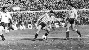 Roberto Perfumo, pletórico de jerarquía, e la final de América jugada en Avellaneda.
