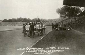 La celeste dando las hurras en el estadio de Colombres.